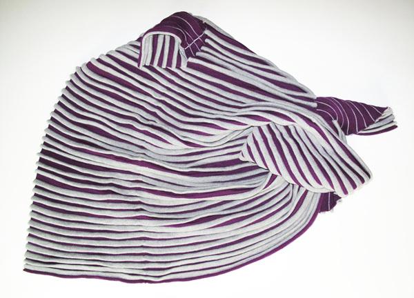 Tube Wrinkles-violet,w120×h100×d0.1cm,wool,knitting,2015.jpg